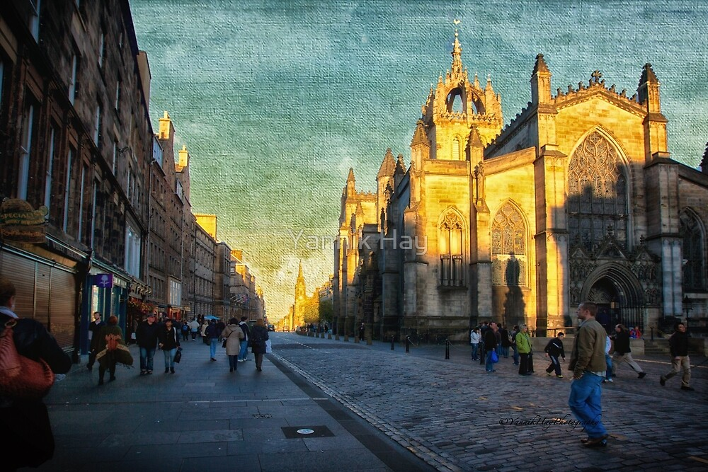 Walking by St Giles' Cathedral by Yannik Hay