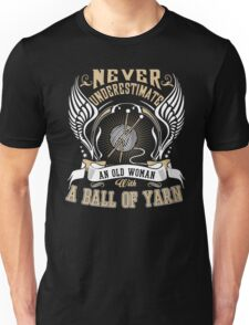 Never underestimate an old woman with yarn Unisex T-Shirt