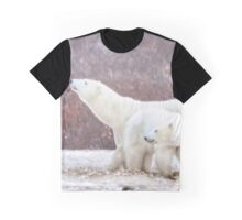 Polar bear mom sniffs the air Graphic T-Shirt