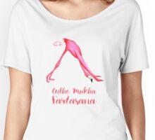 Flamant rose qui fait du yoga, chien tête en bas Women's Relaxed Fit T-Shirt