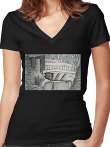 Frank Lloyd Wright: Falling Waters Women's Fitted V-Neck T-Shirt
