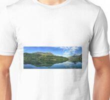 Reflejo de Los Pirineos Unisex T-Shirt
