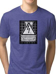 hochspannung lebensgefahr Tri-blend T-Shirt