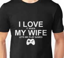 I LOVE IT WHEN MY WIFE LETS ME PLAY GAMES Unisex T-Shirt