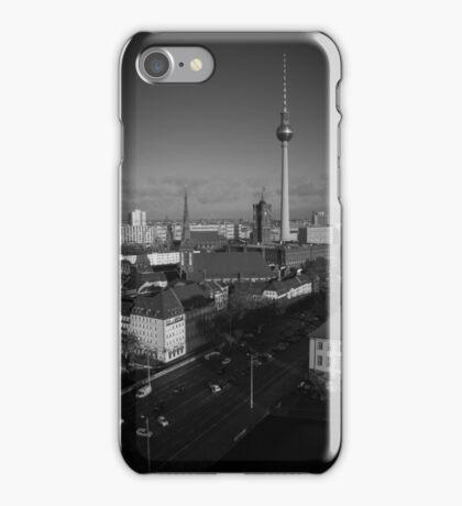 Fernsehturm in schwarz-weiß iPhone Case/Skin