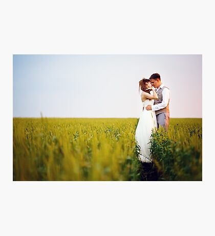 Happy young wedding couple kissing Photographic Print