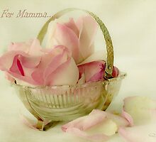 Roses For Mamma...  by Qnita