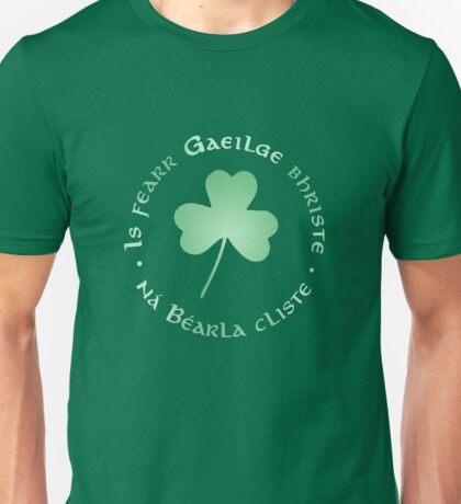 Is fearr Gaeilge bhriste, ná Béarla cliste Unisex T-Shirt