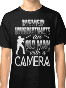 never underestimate an old man with a camera Classic T-Shirt
