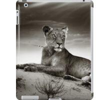 Lioness on desert dune iPad Case/Skin