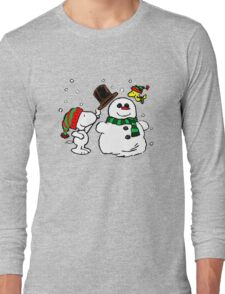 Snoopy & Woodstock play with snowman Long Sleeve T-Shirt