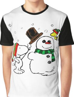 Snoopy & Woodstock play with snowman Graphic T-Shirt