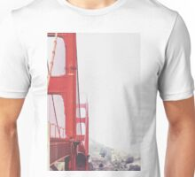Golden Gate bridge, San Francisco, USA with foggy sky in winter Unisex T-Shirt