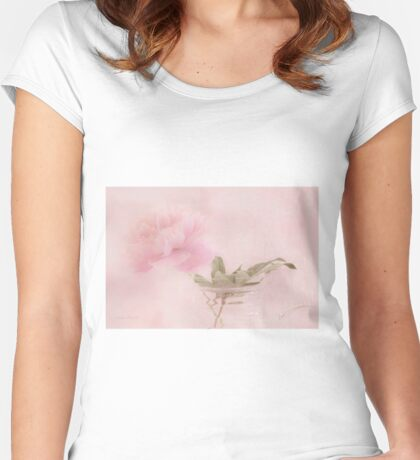 Pink Peony Blossom In Clear Glass Tea Pot  Women's Fitted Scoop T-Shirt