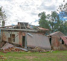 Seen better days.... old farm house... by mitpjenkeating