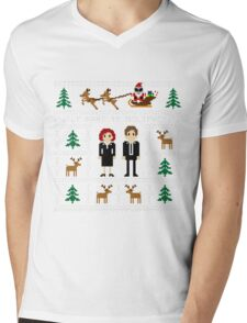 I WANT TO BELIEVE IN UGLY CHRISTMAS Mens V-Neck T-Shirt
