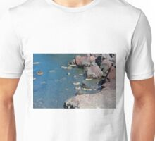 View of the seacoast and the beautiful Red beach. Santorini island, Greece Unisex T-Shirt
