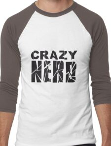 nerd geek schlau freak banner schriftzug elegant text schrift logo design cool crazy verrückt verwirrt blöd dumm komisch gestört  Men's Baseball ¾ T-Shirt