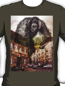 gorilla in the city T-Shirt