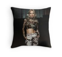 hyoyeon mistery Throw Pillow