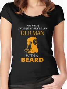 Never underestimate an old man with a beard T-shirt Women's Fitted Scoop T-Shirt