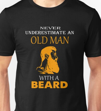 Never underestimate an old man with a beard T-shirt Unisex T-Shirt
