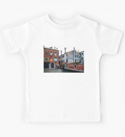 Impressions Of Venice - Side Canal Palazzi and a Charming Christmassy Bridge Kids Tee