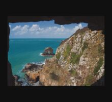 Window in the rock , sark by chris2766