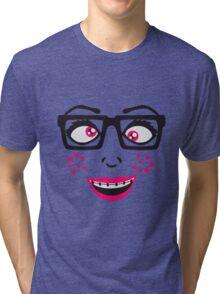 geek nerd hornbrille schlau frau weiblich girl sexy gesicht grinsen comic cartoon text schrift logo design cool crazy verrückt verwirrt blöd dumm komisch gestört  Tri-blend T-Shirt