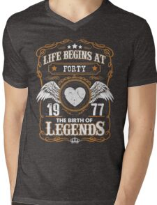 Legend Since 1977 50 Years Old Birthday Gifts T-Shirt Mens V-Neck T-Shirt