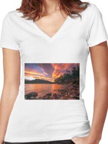 Colours Drifting Women's Fitted V-Neck T-Shirt