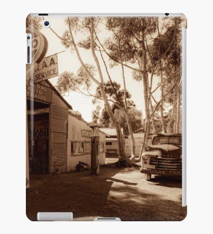 Old Garage iPad Case/Skin