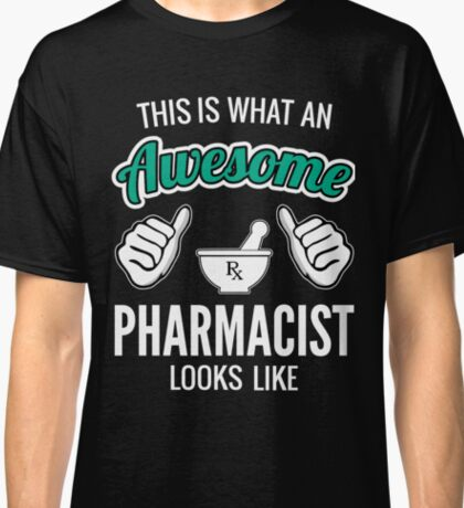This Is What An Awesome Pharmacist Looks Like Funny Pharmacist Gift Classic T-Shirt