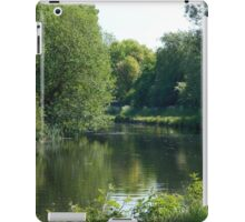 Leeds/Liverpool Canal on a sunny day iPad Case/Skin