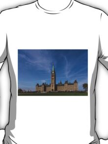Center Block of the Canadian government - Ottawa, Ontario T-Shirt