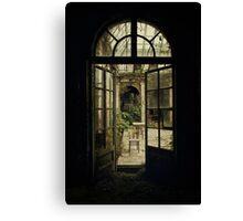 Forgotten mansion Canvas Print