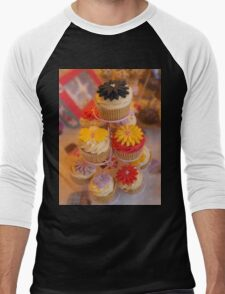 Cupcakes  Men's Baseball ¾ T-Shirt