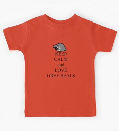 Keep calm and love grey seals Kids Tee