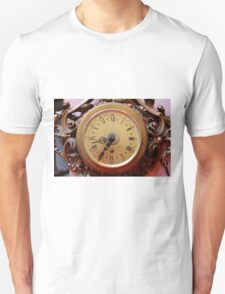 old clock of wall Unisex T-Shirt