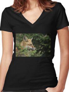 Backyard Fox Women's Fitted V-Neck T-Shirt