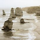12 Apostles, Victoria by Roz McQuillan