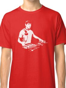 DJ Spock mixing on the decks (star trek) Classic T-Shirt