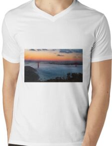San Francisco Golden Gate Bridge Sunset City Skyline, California , America, USA.  Mens V-Neck T-Shirt
