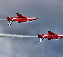 The Red Arrows Mirror Pass - Dunsfold 2014 by Colin  Williams Photography