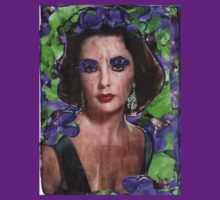 Eyes Of Violet-A Tribute to Elizabeth Taylor T-Shirt