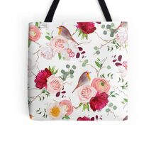 Natural vector seamless pattern with cute robin birds and bouquets of peachy roses, white and burgundy red peony, orchid, eucalyptus, green plants mix and ranunculus in japanese style Tote Bag