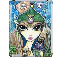 Owlete The Owl Queen, by Sheridon Rayment iPad Case/Skin