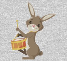 Funny cartoon rabbit playing drums Kids Tee