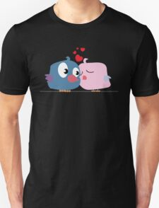 Two cartoon birds kissing Unisex T-Shirt