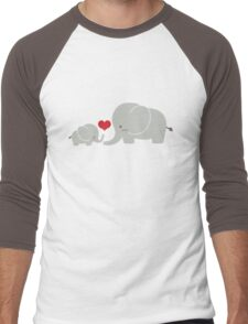 Baby and parent elephant with heart Men's Baseball ¾ T-Shirt